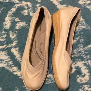 Grasshoppers tan cotton comfort wedges 9W